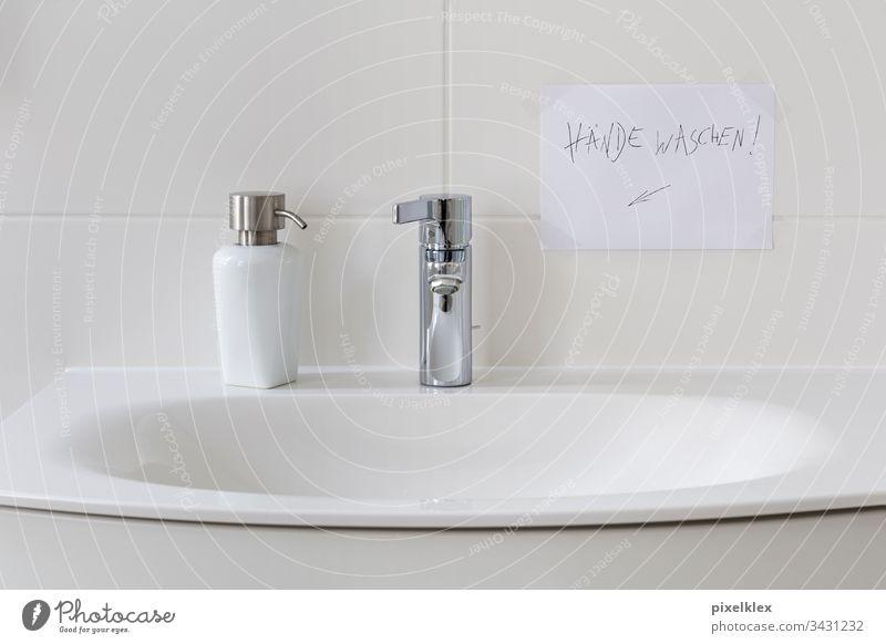 Hände waschen! Waschbecken Becken Seifenspender Flüssigseife Zettel Hinweis Händewaschen Hygiene Sauberkeit Reinheit rein Gesundheit Körperpflege infizieren