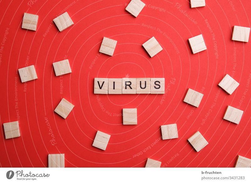 """Scrabble-Buchstaben mit dem Wort """"Virus"""" Coronavirus Krankheit Corona-Virus Infektionsgefahr Medizin Gesundheit Schutz Pandemie wort Holzsteine Spielen"""