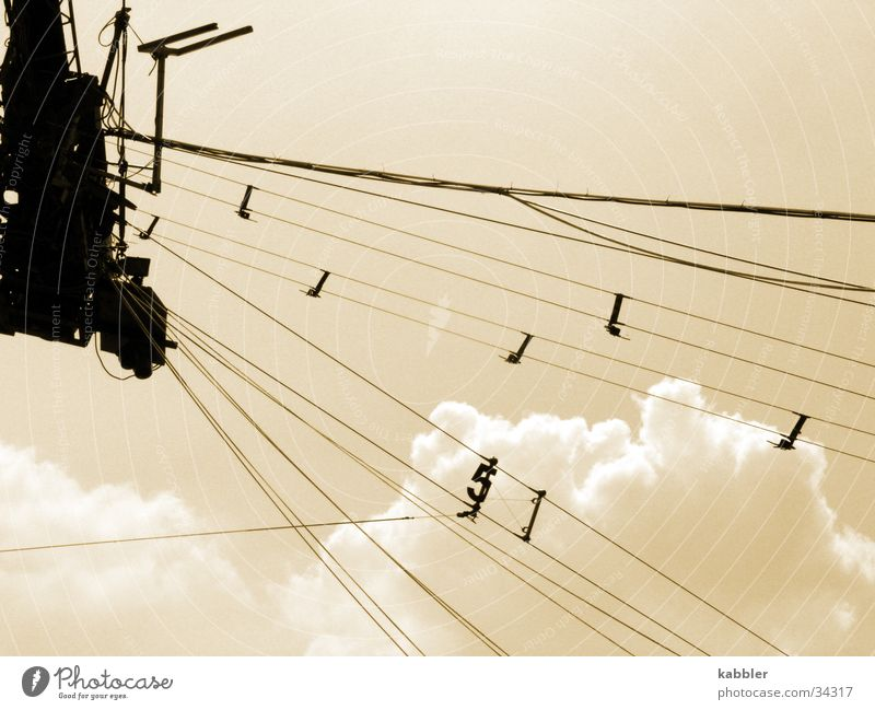 5 Motor Wolken Schleppanlage Seil Himmel Sepia Vor hellem Hintergrund Wakesurfing