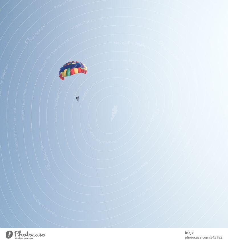 Höhenflug Mensch Himmel Ferien & Urlaub & Reisen blau Sommer Freude Leben feminin Gefühle oben klein Stimmung Körper fliegen maskulin Freizeit & Hobby