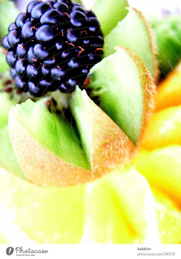 Vitamin C Kiwi fruchtig Gesundheit Brombeeren orange Frucht Turm Stapel