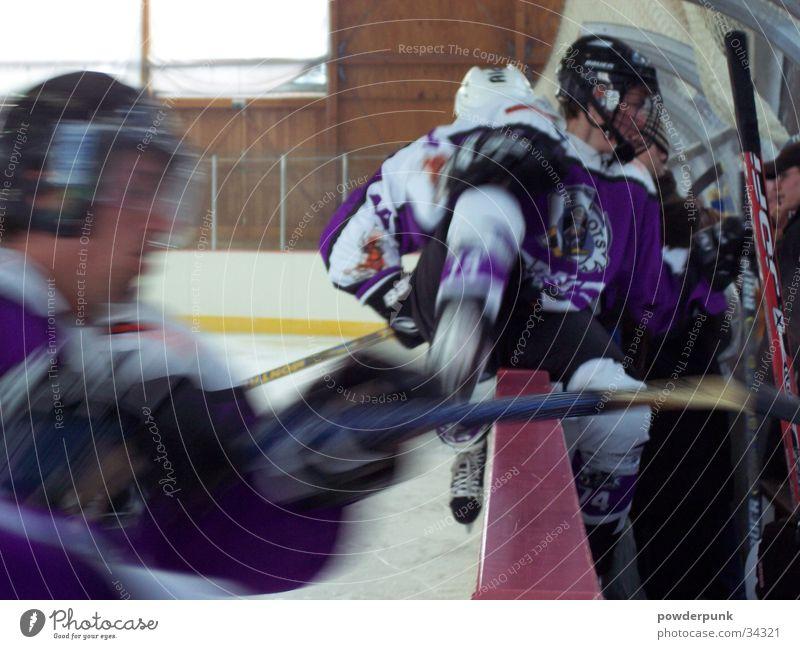 change the line! Eishockey Schnellzug Feldhockey Sportmannschaft Helm Wechseln springen Eisstadion Wintersport Tor Puck kämpfen Auswechslung