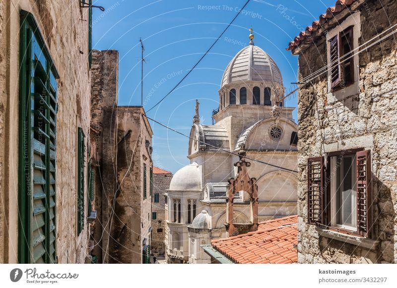 Kroatien, Stadt Sibenik, Panoramablick auf die Altstadt und die St. Jakobus-Kathedrale, wichtigstes Architekturdenkmal der Renaissance in Kroatien, UNESCO-Weltkulturerbe