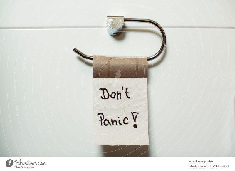 Leeres Toliet-Papier Panikkauf Coronavirus Krankheit Das Ende wc Alarm Korona Notfall krank Toilette Nachricht Ausbruch Panikkäufe Ausnahmezustand
