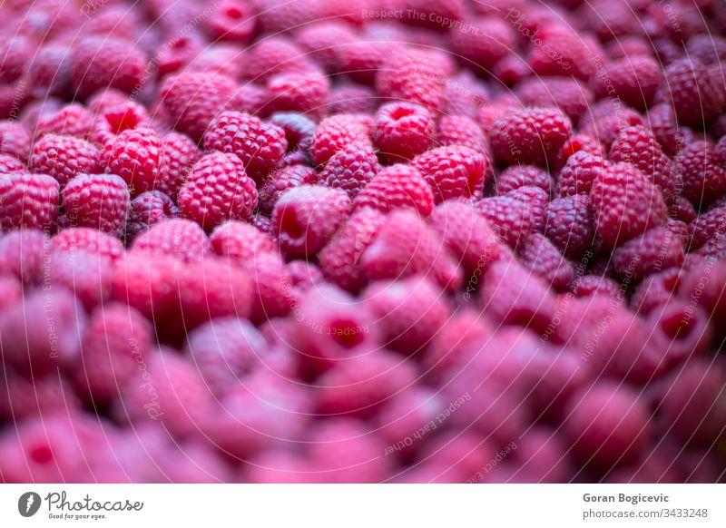 Frische Himbeeren auf dem Markt frisch Lebensmittel organisch Hintergrund saftig Diät reif rot Vegetarier Gesundheit Ernährung natürlich Beeren Nahaufnahme