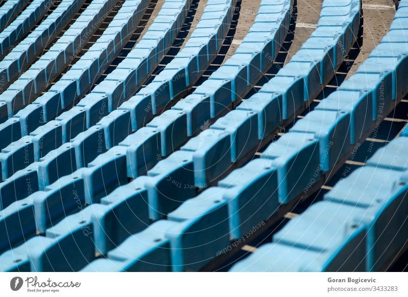 Sitze im Stadion leer Sport Hintergrund blau niemand im Freien Arena Reihe Öffentlich Kunststoff Sitzgelegenheit Amphitheater Architektur Spiel Linie Abschnitt