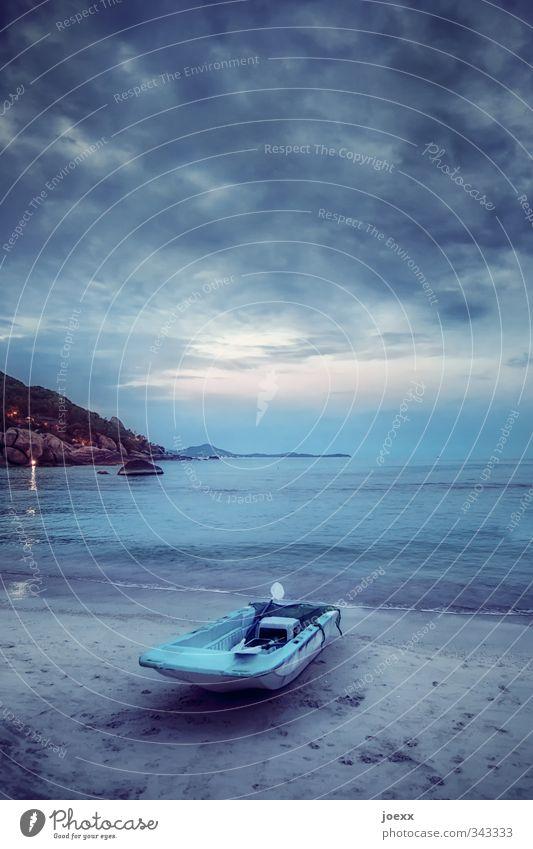 Ohne den Schmerz Himmel Ferien & Urlaub & Reisen blau Meer Landschaft ruhig Wolken Strand schwarz Ferne Küste grau Sand Felsen Horizont Idylle
