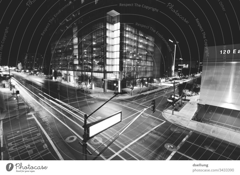 Kreuzung einer Großstadt bei Nacht Schnell Konsum Moderne Klimawandel CO2-Ausstoß Energie Linie Energiewirtschaft dunkel Bewegung Technik & Technologie
