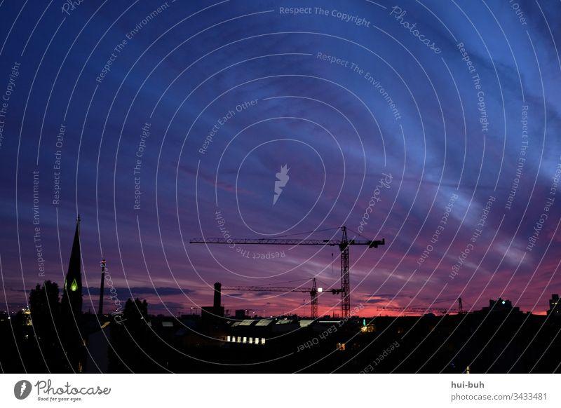 Homeoffice II Himmel nacht zuhause stadt urban stadtleben kran baustelle sonnenuntergang sommer sommernacht kirchturm einsam textfreiraum berlin skyline