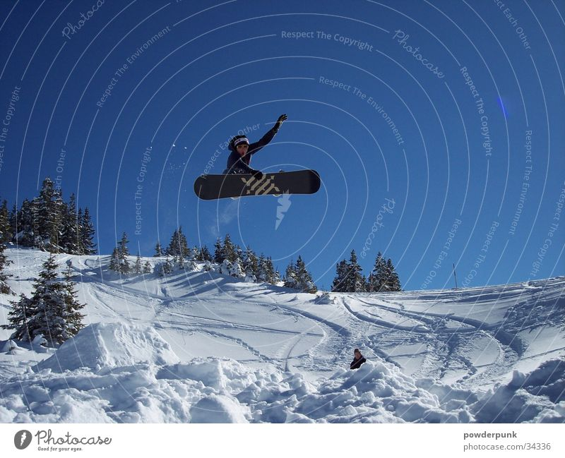 Big Air Style Snowboard Freestyle Winter Aktion springen Sport Schnee Sonne Gesichtsausdruck berühren Snowboarder Snowboarding Körperhaltung Blauer Himmel