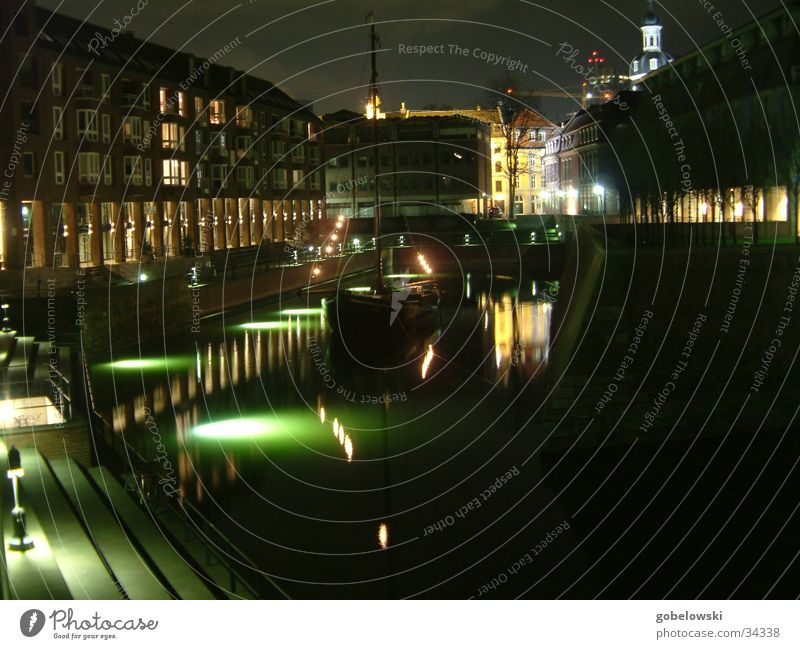 Nacht im Hafen Wasserfahrzeug Architektur Düsseldorf Fischerboot