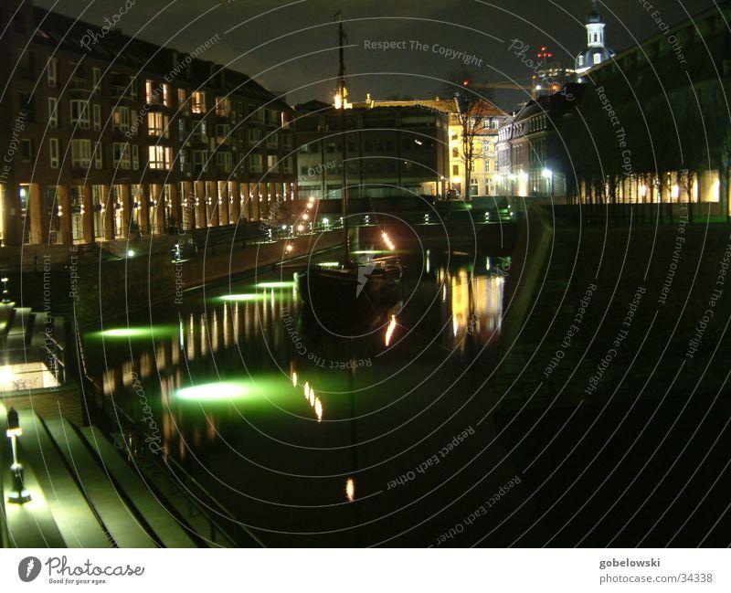 Nacht im Hafen Wasserfahrzeug Fischerboot Licht Langzeitbelichtung Architektur Düsseldorf