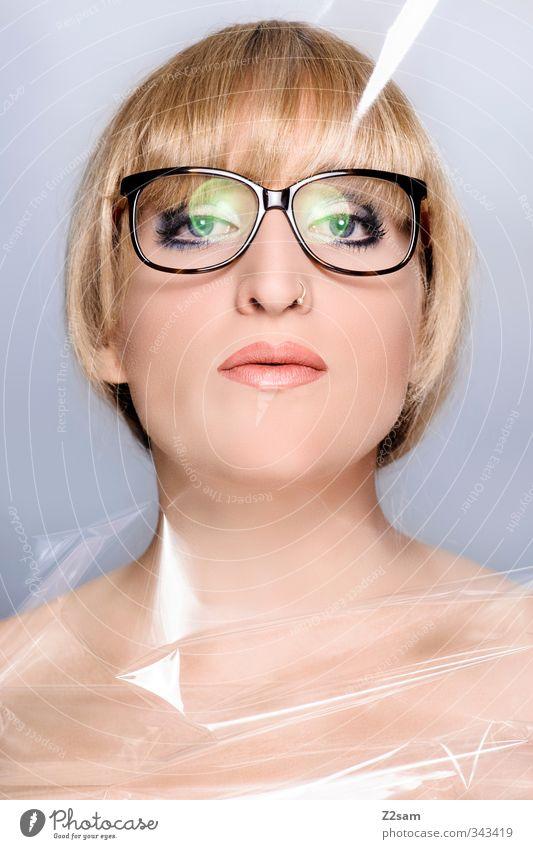 Beauty °-° elegant Stil schön Schminke Lippenstift feminin Junge Frau Jugendliche 18-30 Jahre Erwachsene Piercing Brille blond kurzhaarig Pony ästhetisch nackt