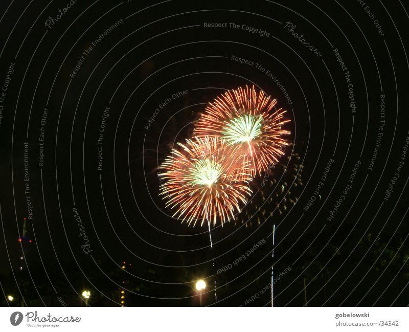 jap. Feuerwerk Nacht Freizeit & Hobby Brand Funken Düsseldorf