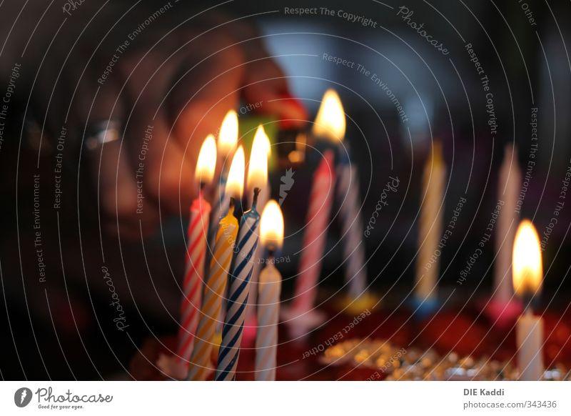 Birthday Candles schön Hand Freude Gefühle Glück Feste & Feiern Essen Party Zusammensein Lebensmittel glänzend Geburtstag leuchten ästhetisch Brand Kerze