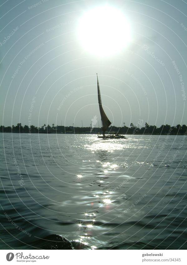 Eindrücke vom Nil Wasser Fluss Schifffahrt Segelboot