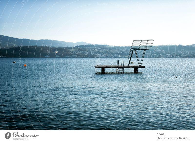 Sprungturm Zürich See Wasser Himmel Stadt Schweiz Außenaufnahme Farbfoto Landschaft Architektur Reflexion & Spiegelung Kontrast Steg Menschenleer Natur Schatten