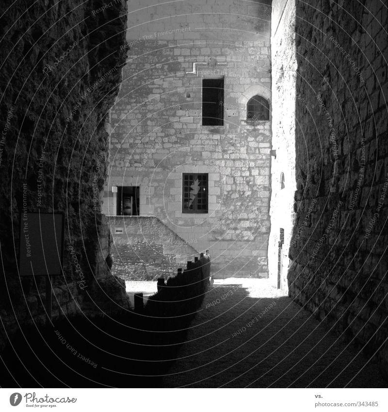 Sonniges Verlies. Wand Architektur Mauer Fassade Hoffnung Burg oder Schloss Bauwerk Denkmal Sehenswürdigkeit Altstadt Ruine