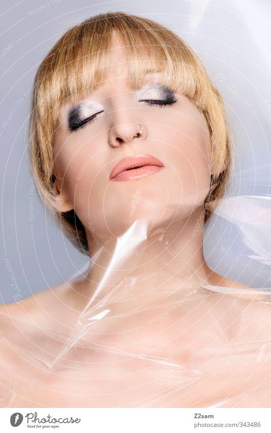 Beauty VII elegant Stil schön Schminke Lippenstift feminin Junge Frau Jugendliche 18-30 Jahre Erwachsene Piercing blond kurzhaarig Pony ästhetisch Leidenschaft