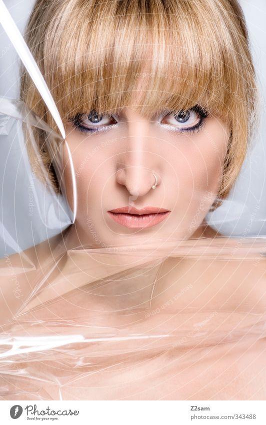 Beauty V elegant Stil schön Schminke feminin Junge Frau Jugendliche 18-30 Jahre Erwachsene Piercing blond kurzhaarig Pony ästhetisch nackt Sauberkeit