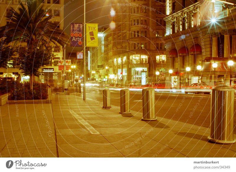 San Francisco bei Nacht Kalifornien Verkehr Bürgersteig Leuchtspur Lampe Nordamerika Union Square Straße Licht PKW