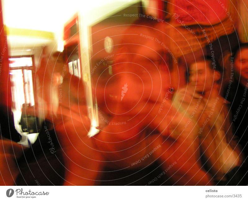 Grimassenmann Gesicht Party Mann Zunge Bewegung Unschärfe
