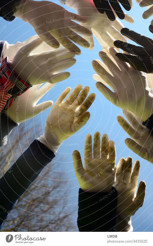 Handschuhe für alle! weiß schmutzig dreckig Schutz Schutzbekleidung Gartenarbeit Müll Müllsammeln Winter Frühjahrsputz Krankheitsüberträger Zusammenhalt