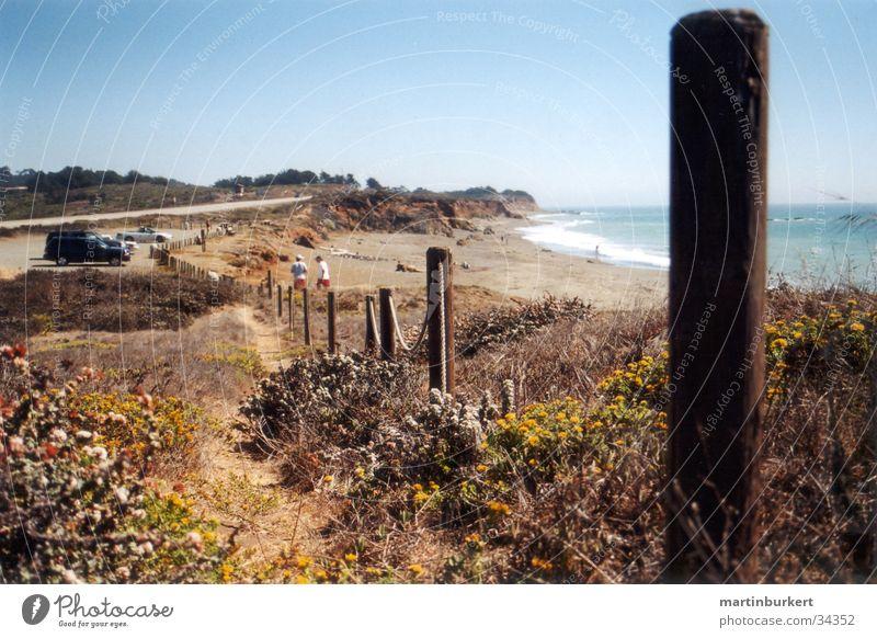 Californian Coast Wasser Felsen Zaun Pfosten Küstenstraße