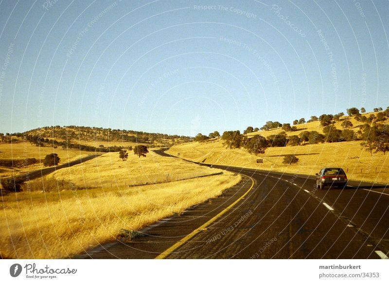 Californian Highway PKW Verkehr Autobahn Kurve Steppe Kalifornien