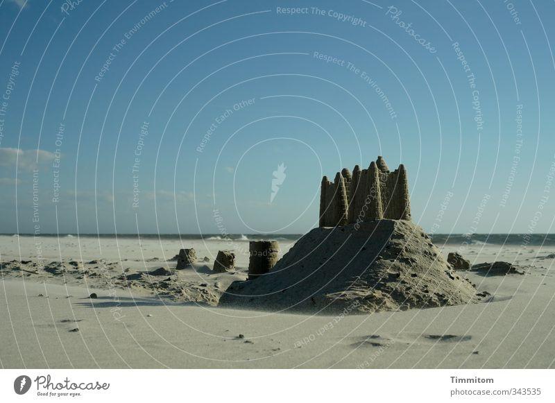 Auf Sand gebaut. Ferien & Urlaub & Reisen Strand Meer Umwelt Himmel Nordsee Dänemark Sandburg bauen außergewöhnlich schön blau grau anstrengen Farbfoto