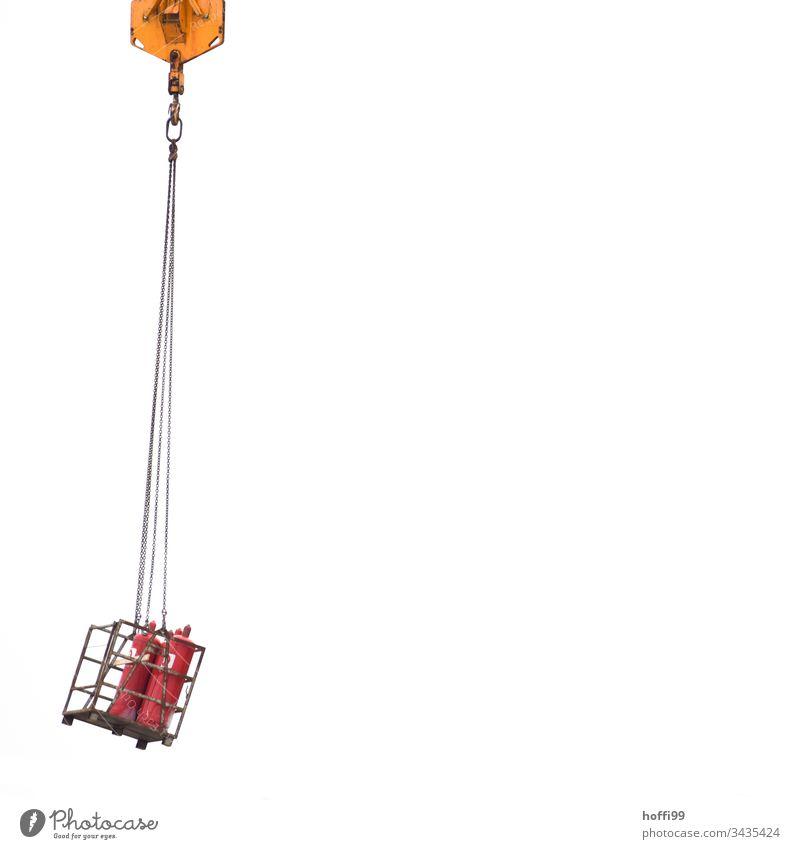 schwebende Propan Flaschen am Lasthaken eines Krans Baustelle Kranich Laufmasche Baustellenversorgung Arbeit & Erwerbstätigkeit Handwerk bauen Handwerker