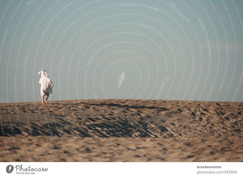 Wo die wilden Kerle wohnen Mensch Kind Natur blau weiß Sommer Einsamkeit Landschaft Freude Strand Sand braun maskulin Kindheit laufen frei