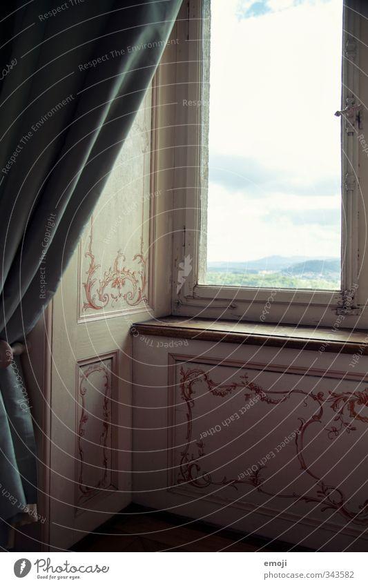 Villa Haus Hochhaus Palast Burg oder Schloss Bauwerk Fassade Fenster Gardine alt ästhetisch historisch Aussicht Farbfoto Innenaufnahme Detailaufnahme