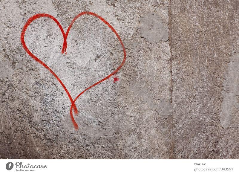 stadtherz Glück Flirten Valentinstag Bauwerk Mauer Wand Beton Zeichen Graffiti Herz Linie Brunft Liebe Sex trashig grau rot Gefühle Stimmung Freude Fröhlichkeit