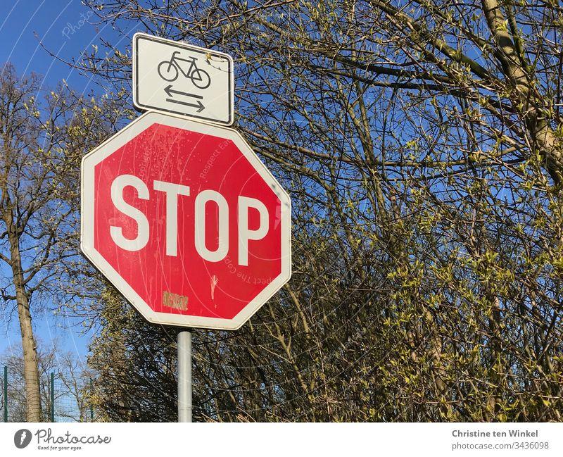 Stoppschild,Radfahrer kreuzen, Frühling Verkehrszeichen Schilder & Markierungen stoppen Schriftzeichen Warnschild Hinweisschild rot Wege & Pfade Zeichen weiß