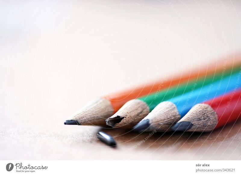 Aktion im Büro blau grün rot Business orange Spitze lernen kaputt Studium Telekommunikation gebrochen Berufsausbildung schlecht Bleistift Schreibwaren