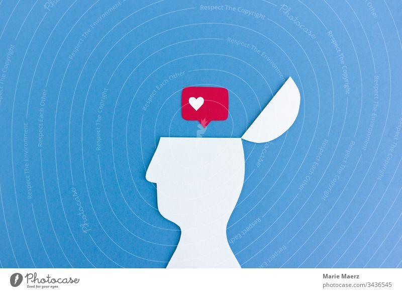 Etwas mögen | Kopf Silhouette mit Like Symbol Mensch Denken entdecken Hintergrund neutral Inspiration Kreativität Neugier Gedanke blau Interesse Papierschnitt