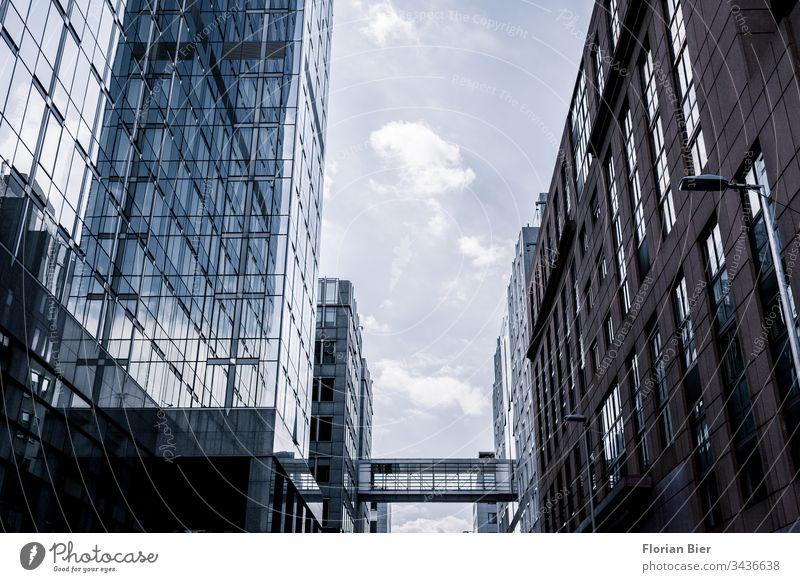 EU Regierungsgebäude in Brüssel mit Verbindungskorridor Europäische Union Gebäude Parlament Belgien Zentrale Wirtschaft Europa Krise Politik Politiker