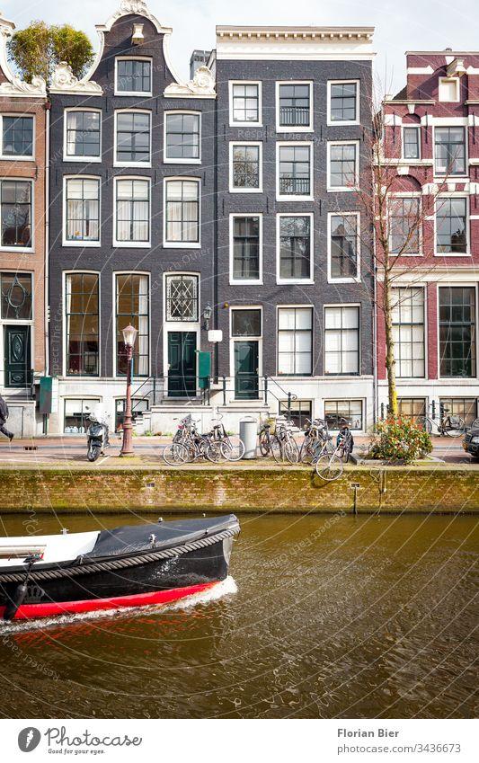 Alte herrschaftliche Wohnhäuser im Amsterdamer Krachtenviertel Niederlande Haus Eingang Fenster Fassade Victorianisch Baustil Gebäudeteil Treppe Eisengeländer
