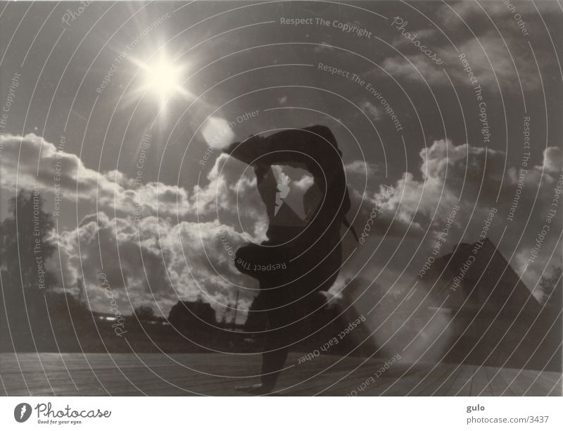 Brakedance in der Sonne Wolken Sport Körperhaltung Blendenfleck