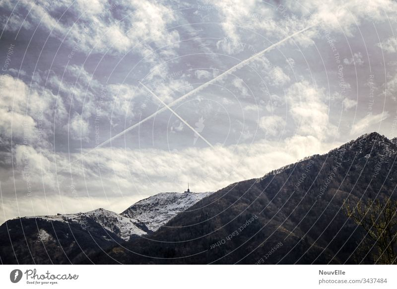 Unterwegs in der Schweiz verzasca Tessin wandern Natur draußen Herbst Winter Himmel Wolken Berge