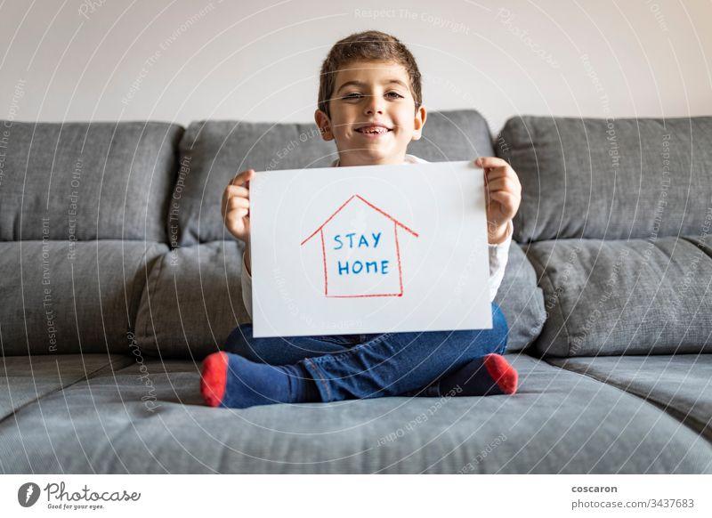 Kleiner Junge mit Mitspracherecht beim Zeichnen 2019-ncov Kaukasier Kind Kindheit Konzept Korona Coronavirus covid-19 COVID19 niedlich Bildung Seuche Gesicht