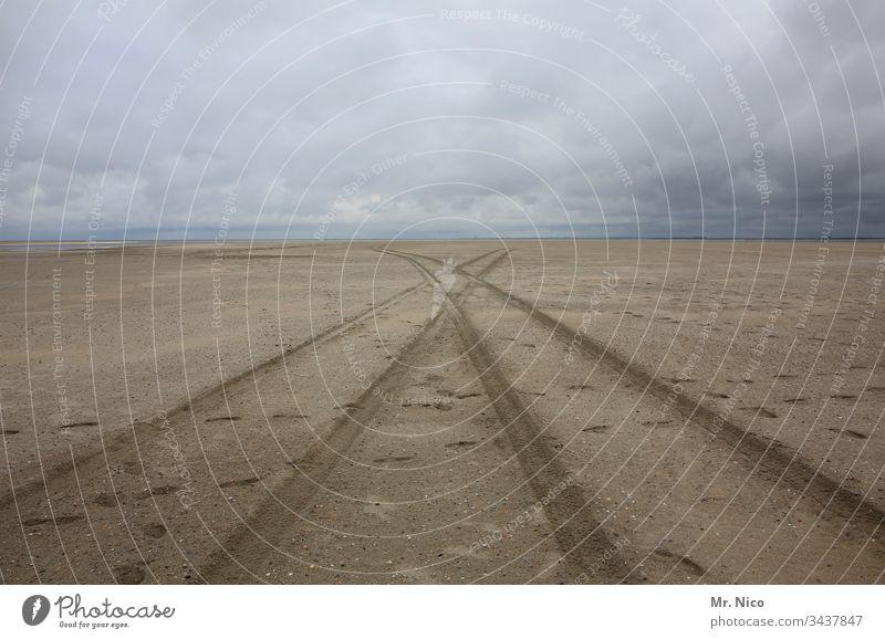 Reifenspuren am Strand Meer Sand Ferien & Urlaub & Reisen Spuren Küste Ferne Einsamkeit weite Nordsee Landschaft Natur Umwelt Verkehr Tourismus Horizont Muster