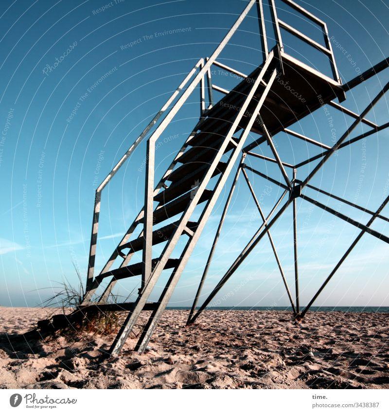 Baywatch   Architektur und Natur turm oben hoch rettung beobachtungsposten küstenwache hochsitz metallstangen verlassen einsam leer sicherheit schutz kontrolle