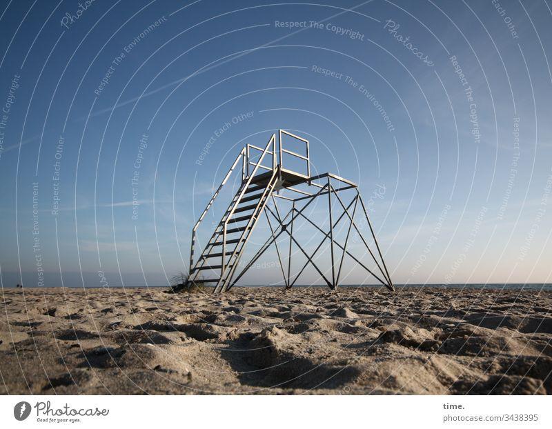 Saisonende sonnenlicht küste horizont himmel stimmung gefühl reisen freizeit erholung melancholie weite ferne ausblick sand treppe metall gerüst ausguck