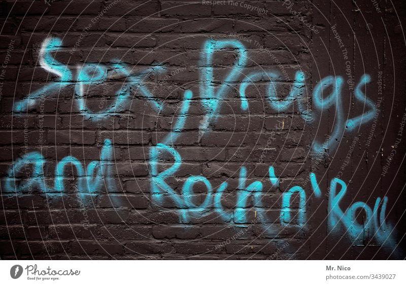 Dreiklang I des wilden Lebens Sex Drogen Drogensucht Rock 'n' Roll grafitti Mauer Rockmusik Freizeit & Hobby Show Wandmalereien dreckig Liebe bizarr Laster