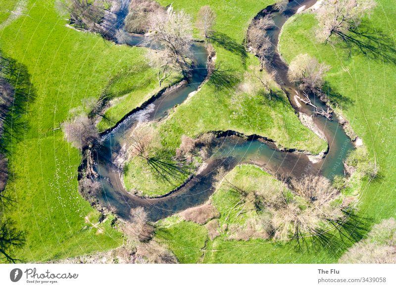 Flussschleifen Wurmtal Sträucher Bach Farbfoto natürlich Schatten den Weg frei machen verirrt Tag Sonnenlicht Frühling ursprünglich natürliche Schönheit