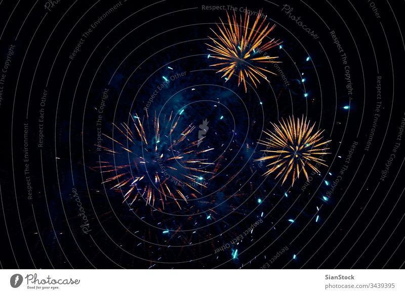 Feuerwerk zur Osterfeier, Korfu - Griechenland Hintergrund neu Auferstehung Jahr Feier weiß Nacht Juli Himmel Farbe Ostern Party Veranstaltung rot Licht gelb