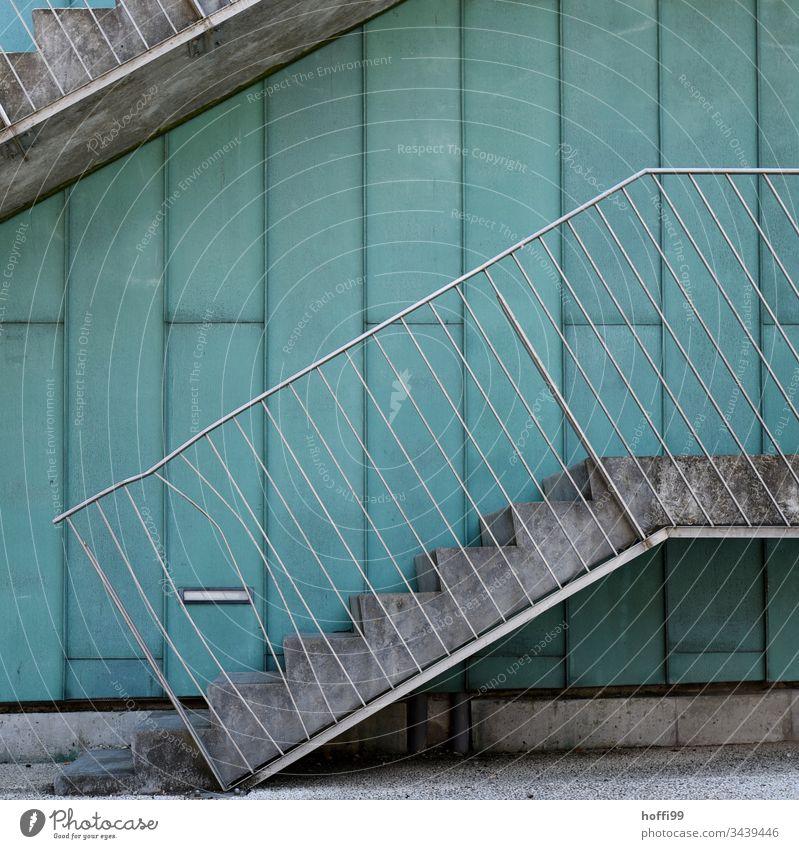 Delle im Geländer Architektur Zaun Treppe Zaunlücke Lücke Außenaufnahme deformiert Deformation Metall