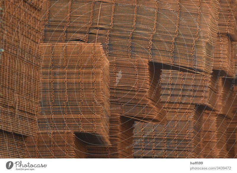 Stapel von Stahlmatten Raster Rust Industrie alt Metall Muster Strukturen & Formen Detailaufnahme Nahaufnahme Gitter industriell abstrakt Grunge Konsistenz